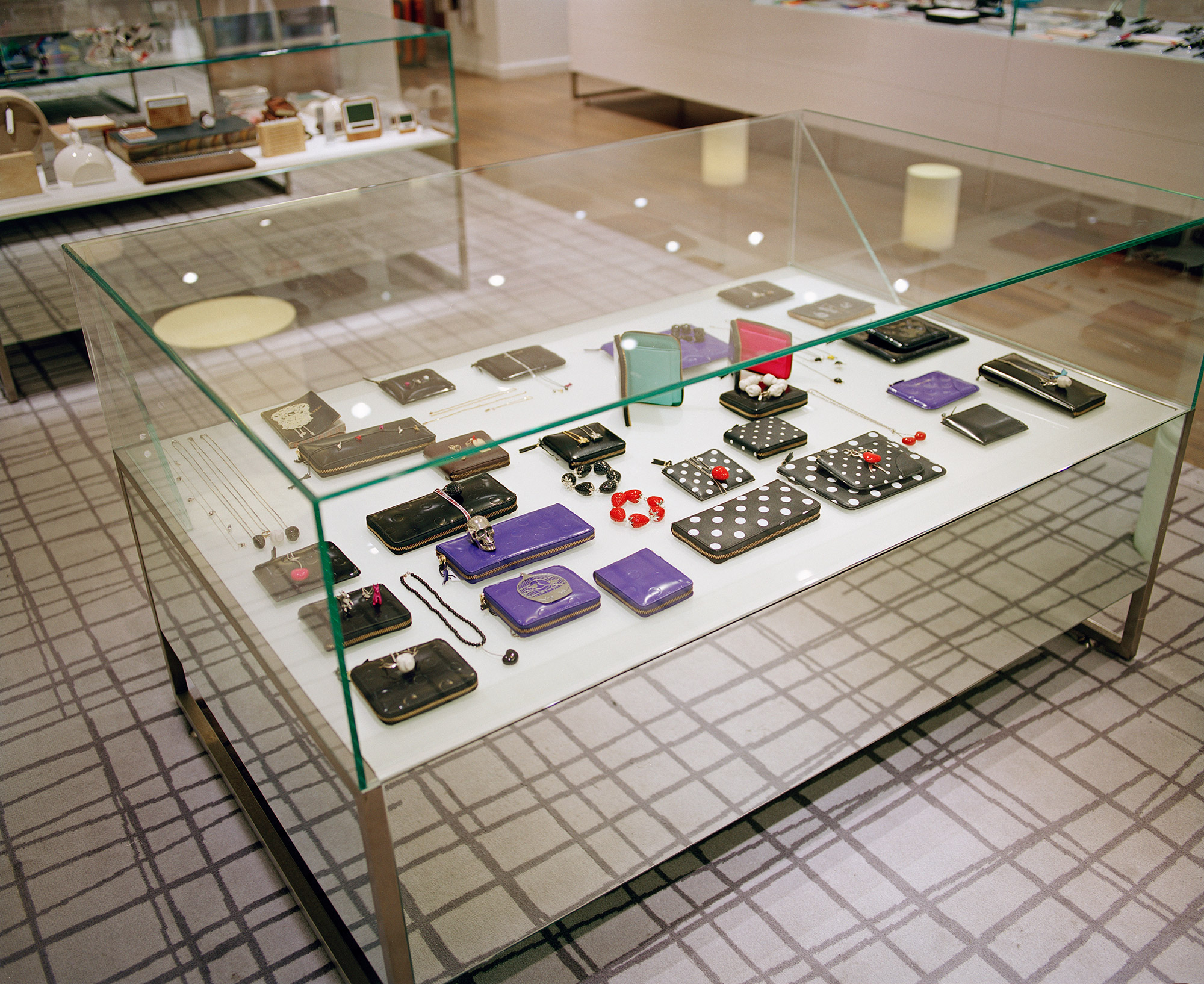 Paperchase Tottenham Court Road glass unit, retail design
